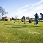 Kleine Gruppen mit bis zu 2 oder 3 Golfern helfen die Individualität im Unterricht zu halten.