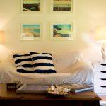 Ein grosses Wohnzimmer mit Kamin, für die romantischen Abende nach einem Tag auf dem Golfplatz
