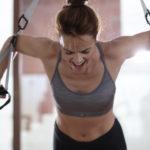 (Deutsch) Ihre Fitness Instruktorin Rocio freut sich auf Ihren Besuch.