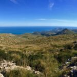Nordostküste von Mallorca - Cala Ratjada ist ganz im Hintergrund weiss zu sehen